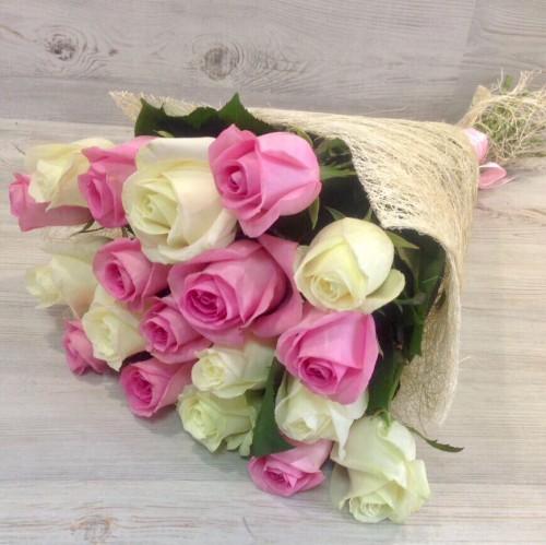 Букет микс из 19 роз